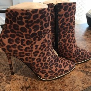Express booties NWT